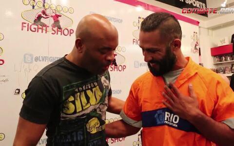 Gari do MMA realiza sonho de conhecer Anderson Silva e assistir ao UFC em Las Vegas