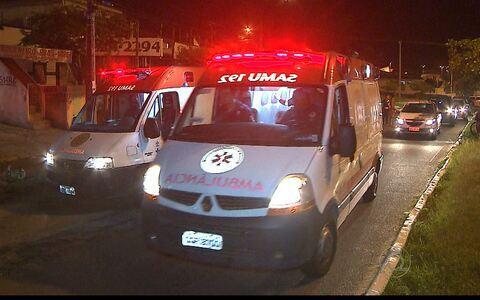 Acidente com moto deixa três feridos