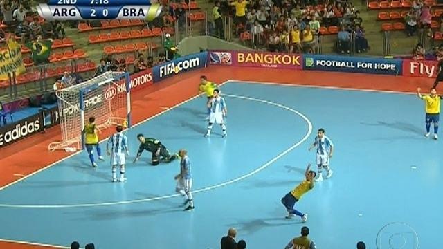Falcão decide e Brasil vence a Argentina por 3 a 2 pela Copa do Mundo de Futsal