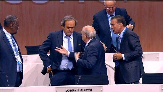 Novo escândalo na Fifa suspende Platini e Blatter por 6 meses