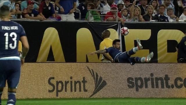 BLOG: Lavezzi brinca com lesão e diz que não está na Olimpíada para o salto em altura