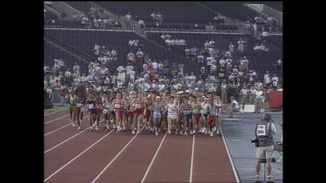 Em 1996, Luiz Antônio dos Santos chega em 10º lugar na maratona nas Olimpíadas de Atlanta