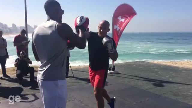 BLOG: Cigano faz exibição de manopla com campeão olímpico e mundial de boxe