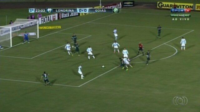 Goiás vence o Londrina e embala na Série B