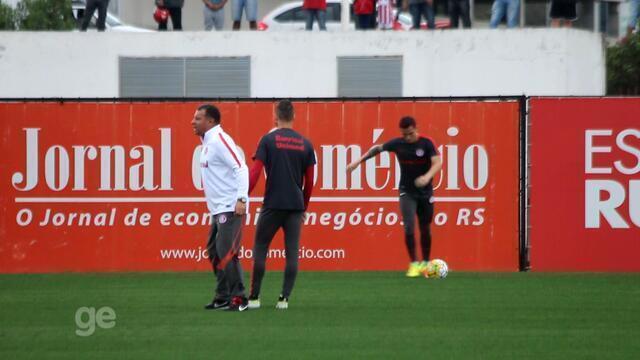 Roth orienta Nico López em treino do Inter