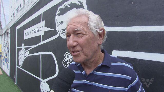 Lalá, um dos grandes goleiros da história do Santos FC, recebe homenagem