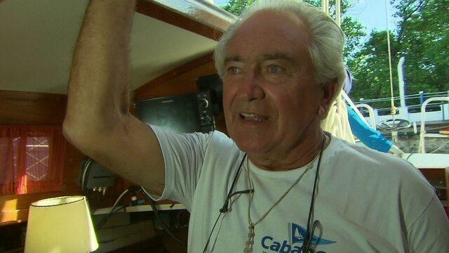 O argentino que largou tudo para morar em um barco.