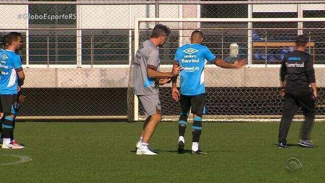 Grêmio enfrenta o líder Palmeiras nesta quarta-feira (28) pelo Brasileirão