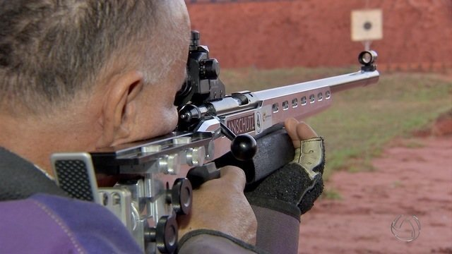 Policial militar mantém projeto social de tiro esportivo em Campo Grande