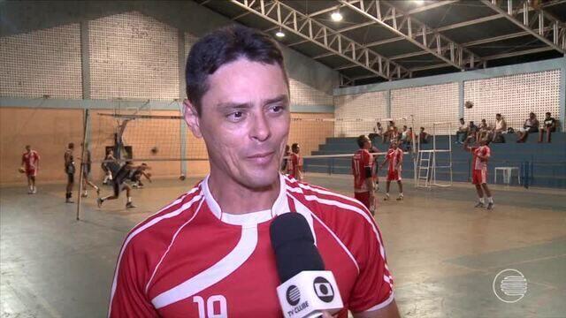 Copa FPV tem duelo entre novatos e veteranos no vôlei