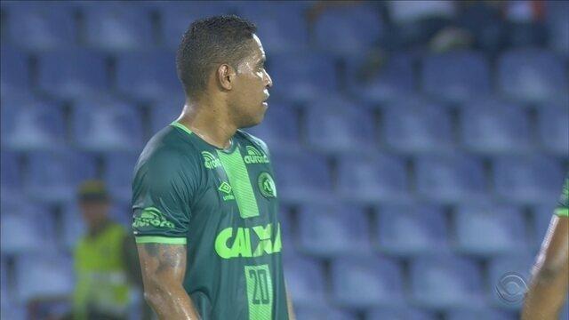 Em primeiro confronto, Chapecoense é derrotada pelo Barranquilla; Roberto Alves comenta