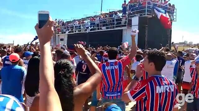Veja imagens da festa do Bahia na orla de Salvador