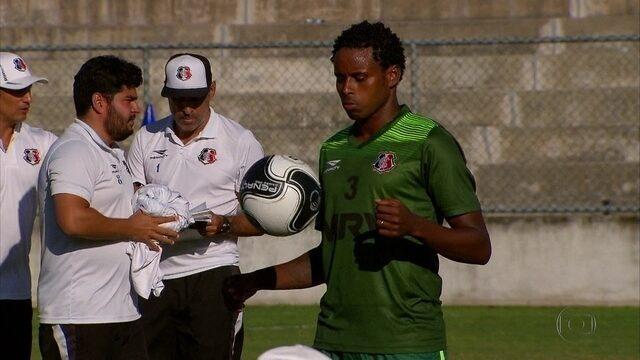 Jogador de confiança de Vinícius Eutrópio, Elicarlos é apresentado no Santa Cruz
