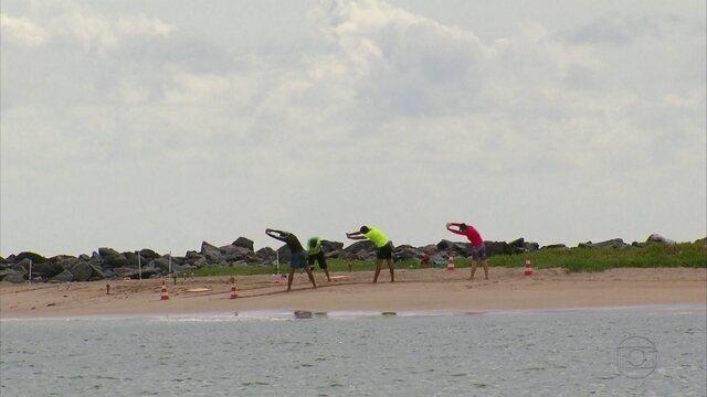 Em Olinda, tem uma turma indo para uma ilha para entrar em forma física