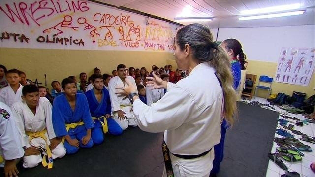 Conheça como o judô está ajudando a tirar das ruas crianças de 7 comunidades do Recife