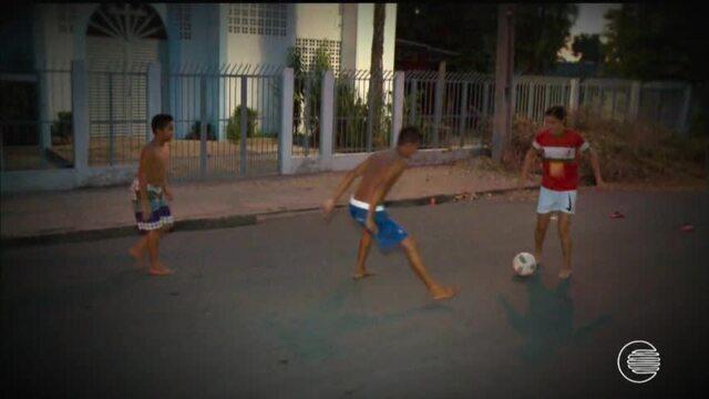 Menina piauiense se destaca e pode ser melhor jogadora de futebol do estado
