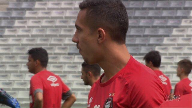 """Nicolas é o porta-voz da garotada atleticana: """"encarar o Paranaense com força"""""""