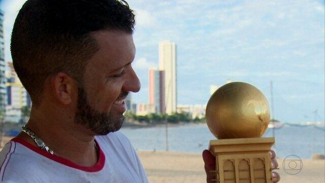"""Apesar de ser fera mundial no esporte, """"o cara"""" do futevôlei escolheu ficar por Olinda"""