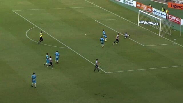 Gool do Ceará! Richardson desvia bola e Victor Rangel chuta para marcar o gol