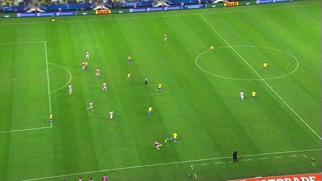 Neymar pega a sobra, marca o gol, mas arbitragem marca impedimento, aos 27' do 2º tempo