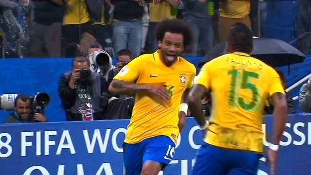 Gol do Brasil! Numa bela jogada, Marcelo recebe na área e amplia, aos 40' do 2º tempo