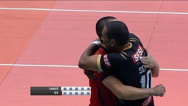 Melhores momentos de Taubaté 2 x 3 Sesi pela semifinal da Superliga masculina de vôlei