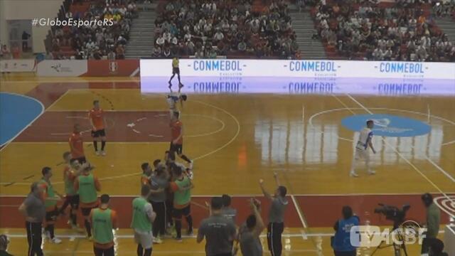 ACBF, única equipe brasileira na Libertadores, estreia com vitória