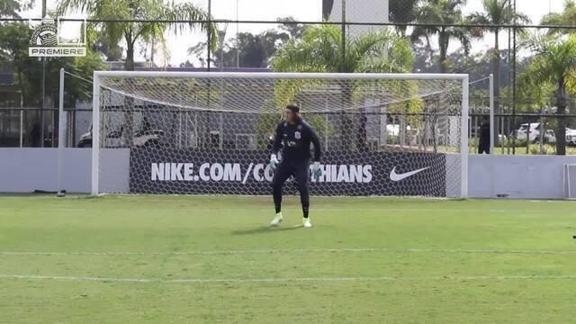 Cássio refaz defesa em chute de Diego Souza no Corinthians