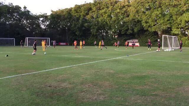 Ceni e Michael Beale treinam com os jogadores do São Paulo