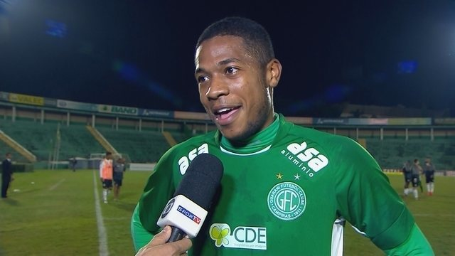Caíque comemora gol e vitória contra o Figueirense