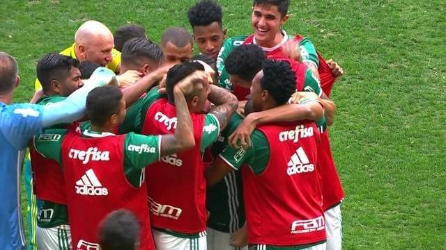 Veja a semelhança entre gols de jogada ensaiada do Palmeiras de Cuca