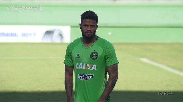 Com novidades no grupo, Coritiba segue viagem para Salvador