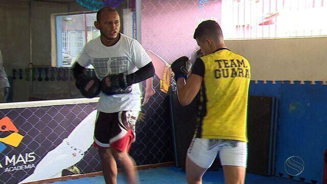 Lutadores se prepram para evento de MMA