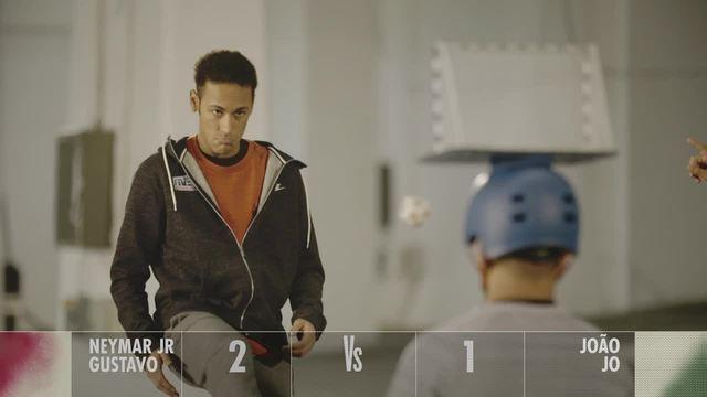 BLOG: Neymar acerta três de cinco bolinhas dentro de minigol em desafio