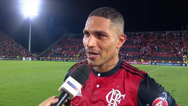 Guerrero marca três gols contra a Chapecoense e pede música de Felipe Araújo