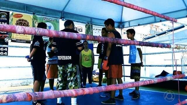 Promessas do boxe: garotos de comunidade de Cabedelo vivem ansiedade por primeira luta