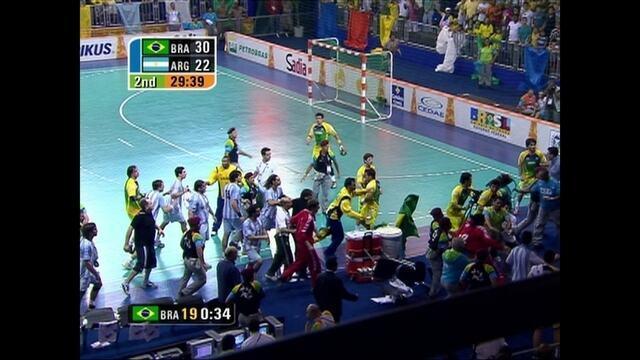 No handebol masculino, Brasil e Argentina termina em confusão no Pan do Rio em 2007