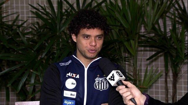 Victor Ferraz, lateral do Santos, acaba de ser pai e aproveita folga de dois dias