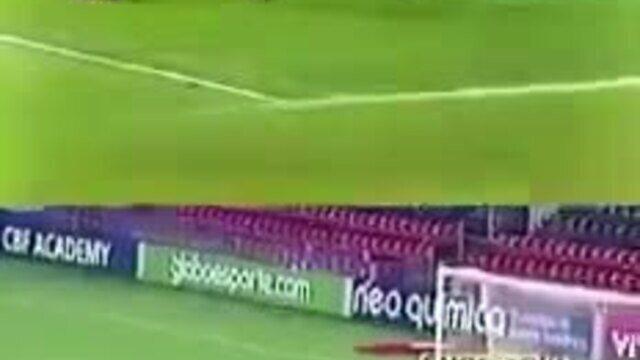 Internautas comparam gol de Vinicius Junior a golaço histórico de Romário