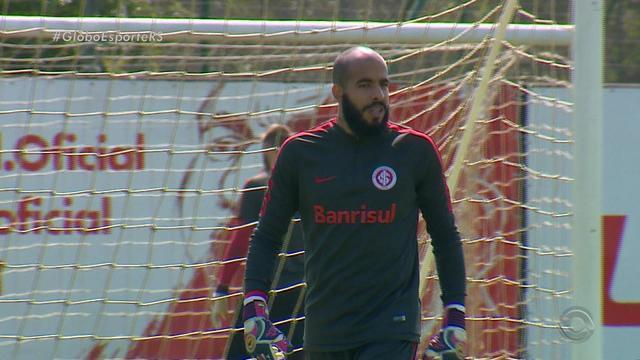Danilo Fernandes prevê jogo difícil para o Inter no Lacerdão: 'Caldeirão'