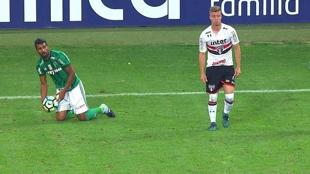 Os lances de Thiago Santos, do Palmeiras, contra o São Paulo