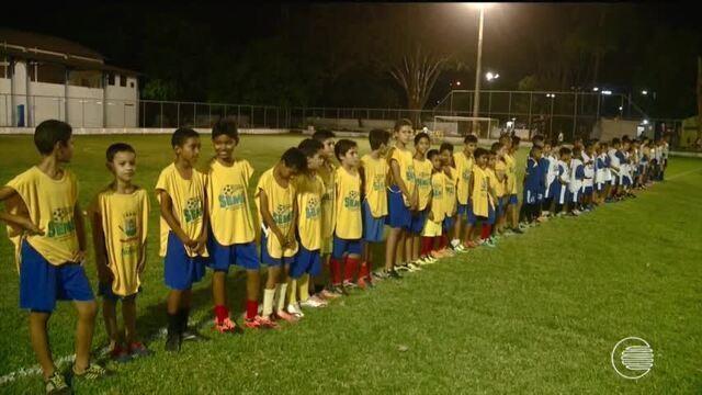 Uniformes são distribuídos para pequenos atletas que disputam o Troféu TV Clube