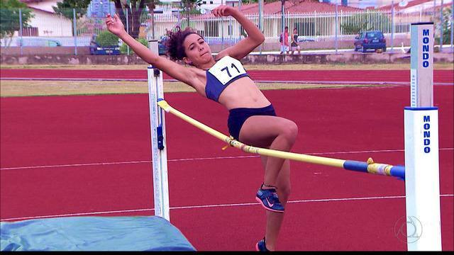 Júlia Neves troca a ginástica pelo atletismo e tenta vaga nos Jogos Escolares da Juventude