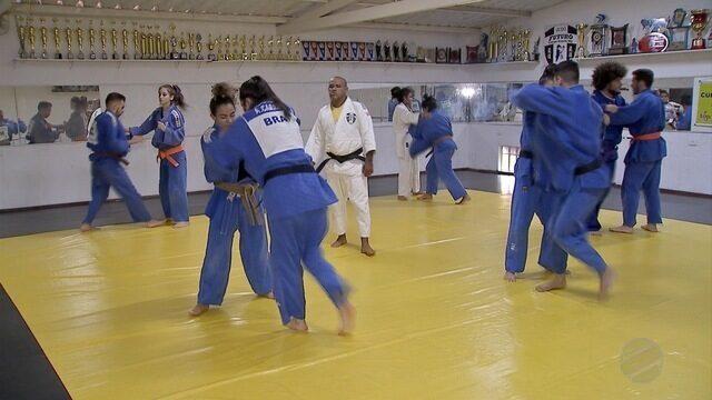 Judocas representam MS nos Jogos Universitários Brasileiros em outro estado