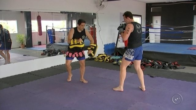 Lutador de kickboxing de Tatuí vai disputar mundial na Hungria