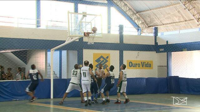 Disputas tradicionais são relembradas no basquete máster