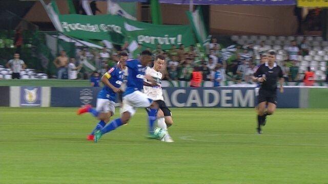 """Baumjohann, do Coritiba, é eleito o """"abusado"""" da rodada do Brasileirão"""