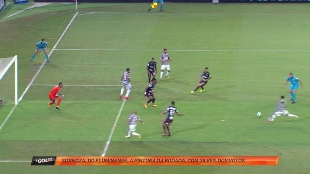 """Sornoza recebe de Scarpa, bate de chapa, marca golaço e vence a """"pintura"""" da rodada"""