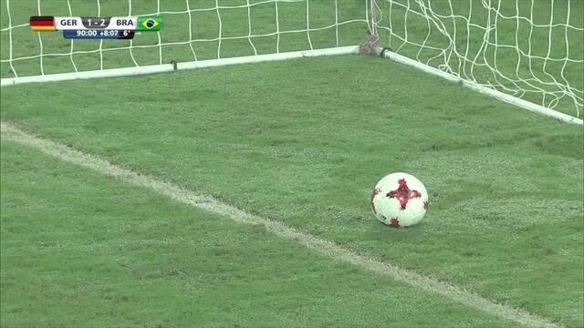 Paulinho arranca, chuta e bola vai para as redes mesmo após apito final, aos 53 do 2º