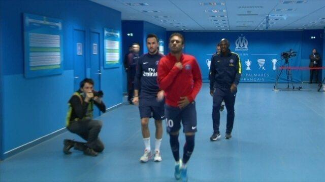 Neymar se atrasa e entra em campo depois do time do PSG